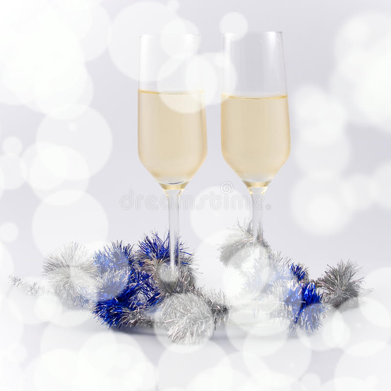 Twee glazen champagne stock afbeeldingen