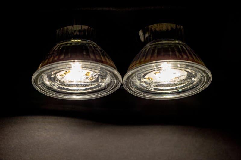 Twee gloeiende Geleide reflectorlampen stock foto