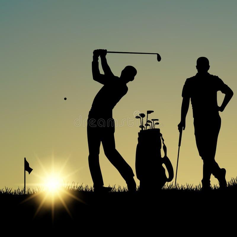 Twee golfspelers silhouetteren het spelen op de speelplaats bij zonsondergang royalty-vrije illustratie