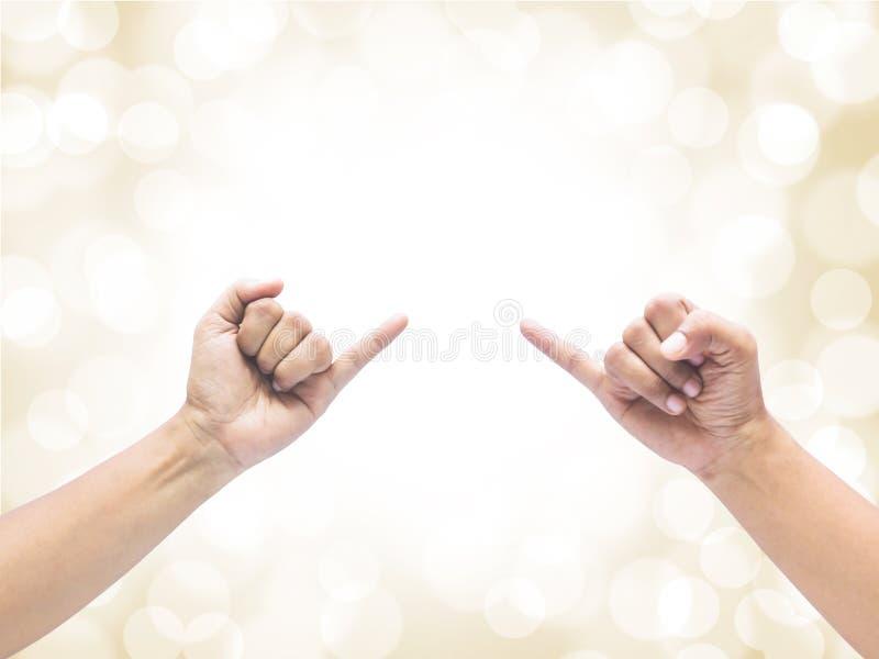 Twee handen die de pink steunen stock foto's