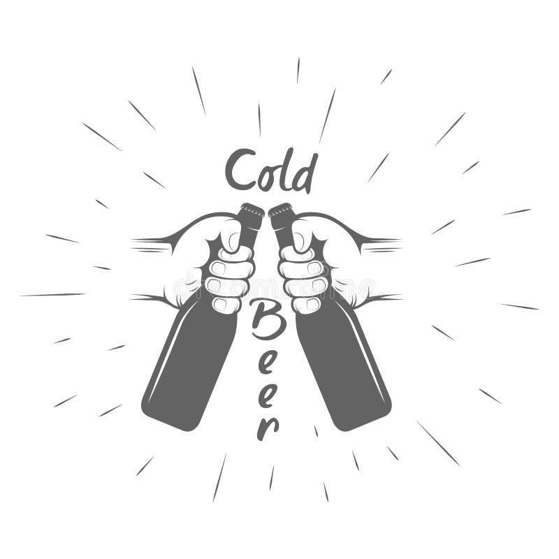 Twee handen met duimen op symboolpictogram van koude bierfles retro vector illustratie