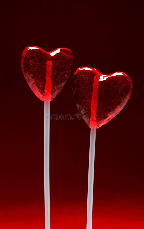 Twee hart gevormde lollys voor valentijnskaart royalty vrije stock foto 39 s afbeelding 1663398 - Ch amber voor twee ...