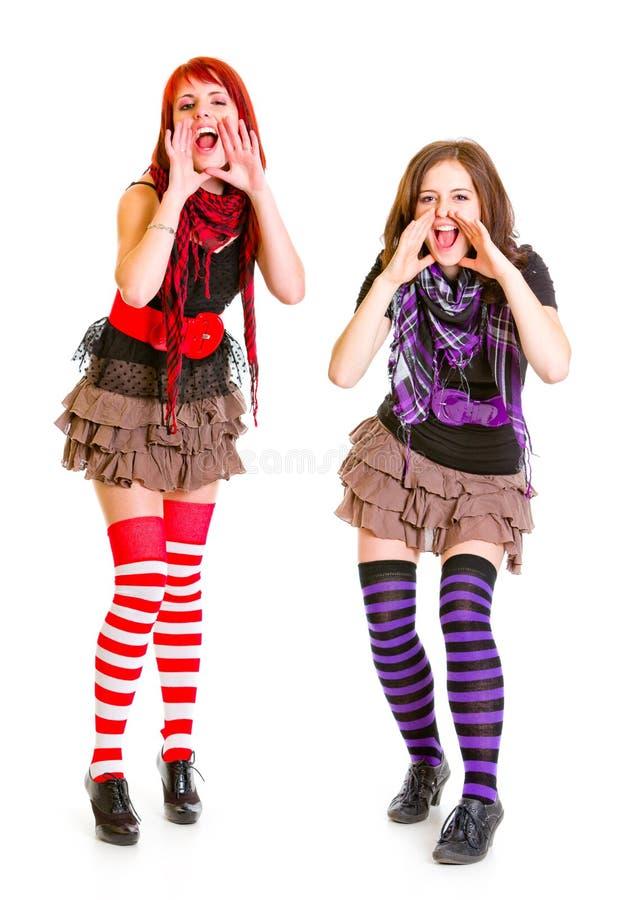 Twee het gelukkige meisjes schreeuwen geïsoleerd? op wit stock foto's