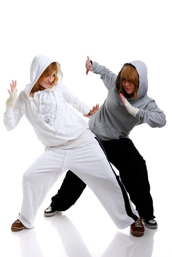Twee het jonge vrouwen dansen stock foto's