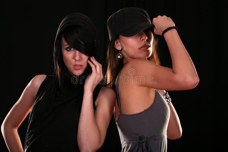 Twee het jonge vrouwen stellen stock afbeeldingen