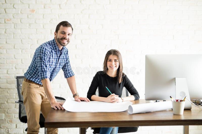 Twee het Spaanse architecten werken stock foto
