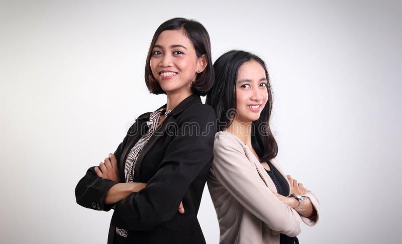 Twee het zekere vrouwelijke beroeps stellen stock foto