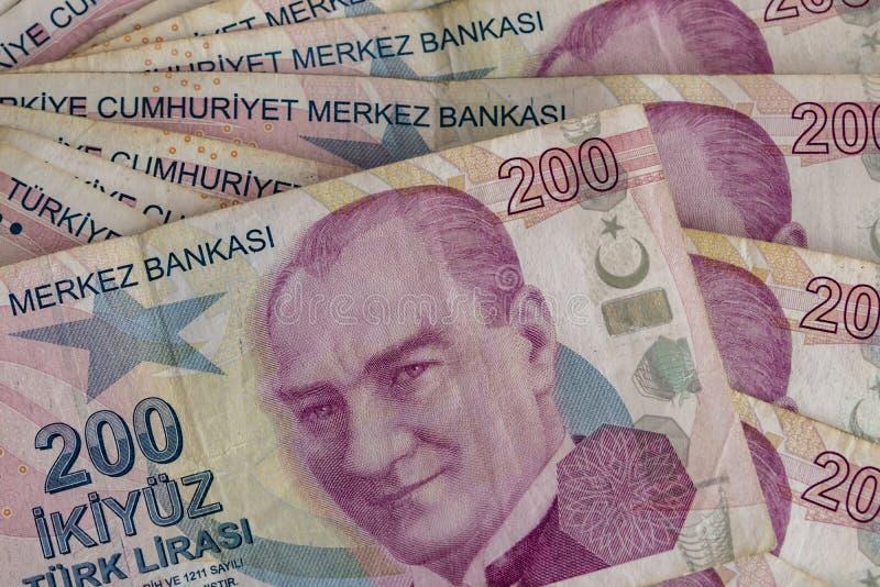 Twee honderd Turkse Lirebankbiljetten in omloop stock foto