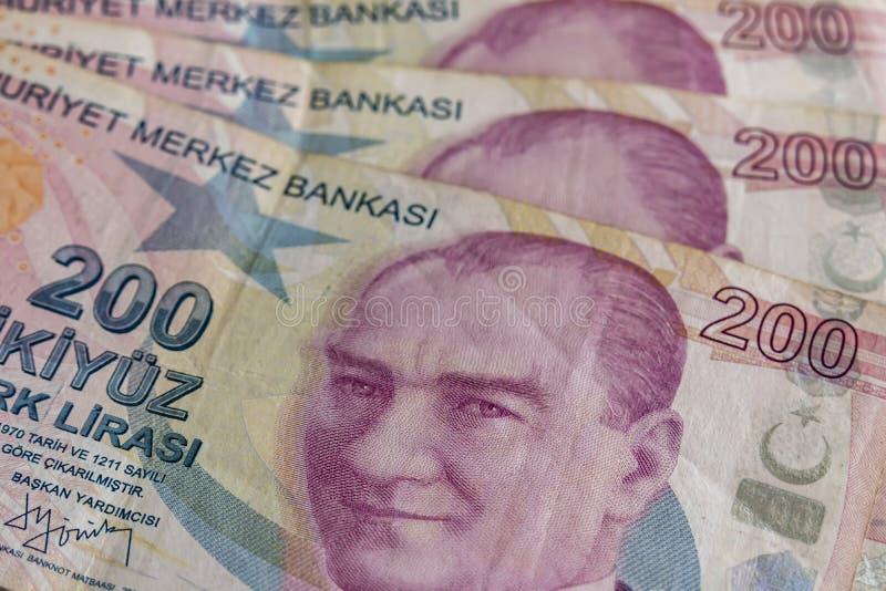 Twee honderd Turkse Lirebankbiljetten in omloop stock foto's