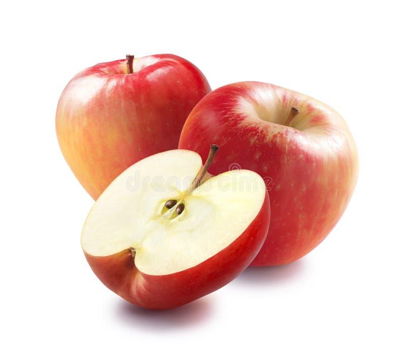 Twee honings kernachtige rode die appelen en de helft op wit wordt geïsoleerd stock foto's