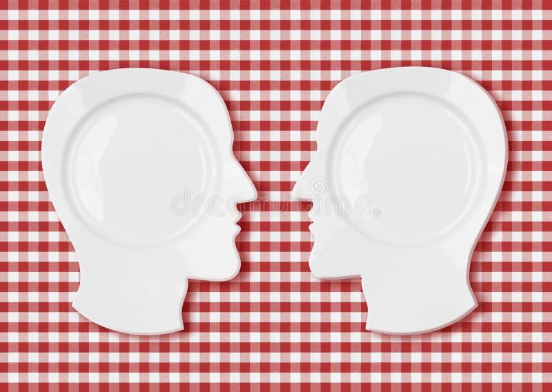 Twee hoofdplaten face to face op rood tafelkleed royalty-vrije illustratie