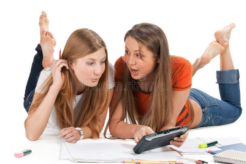 Twee jong gelukkig studentenmeisje stock afbeelding