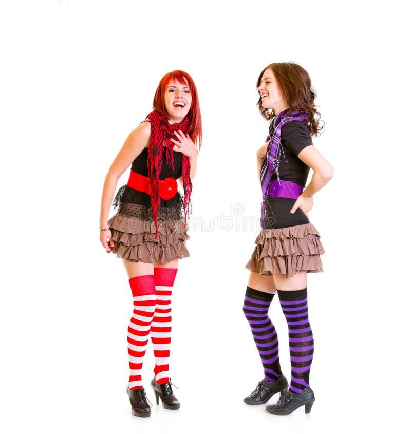 Twee jonge meisjes die echt lachen royalty-vrije stock foto