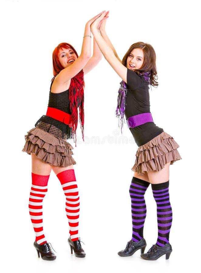 Twee jonge meisjes die handen slaan royalty-vrije stock fotografie