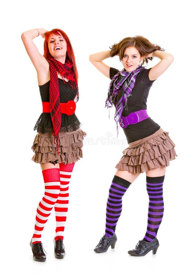 Twee jonge meisjes die samen stellen stock fotografie