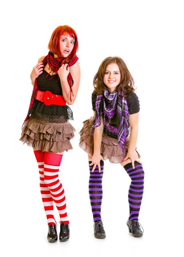 Twee jonge meisjes die samen stellen royalty-vrije stock fotografie