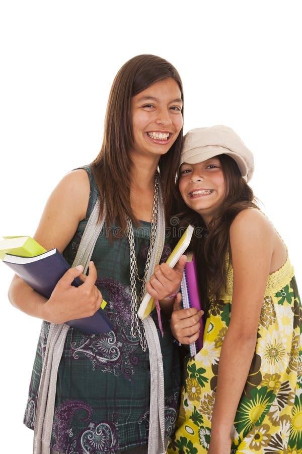 Twee jonge studentenzusters stock fotografie