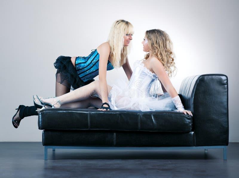 Twee jonge vrouwen royalty-vrije stock foto