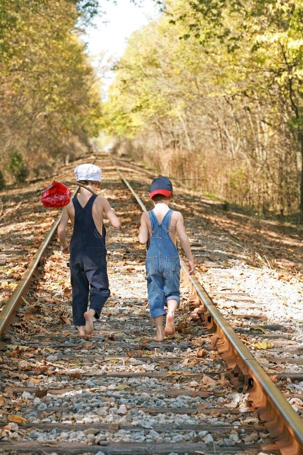 Twee Jongens op een Avontuur royalty-vrije stock foto