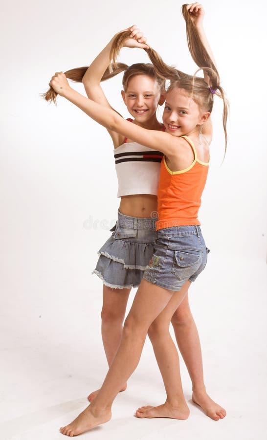 Twee kleine blonde Meisjes royalty-vrije stock fotografie