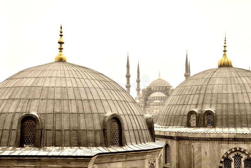 Twee koepels en blauwe moskee stock afbeelding