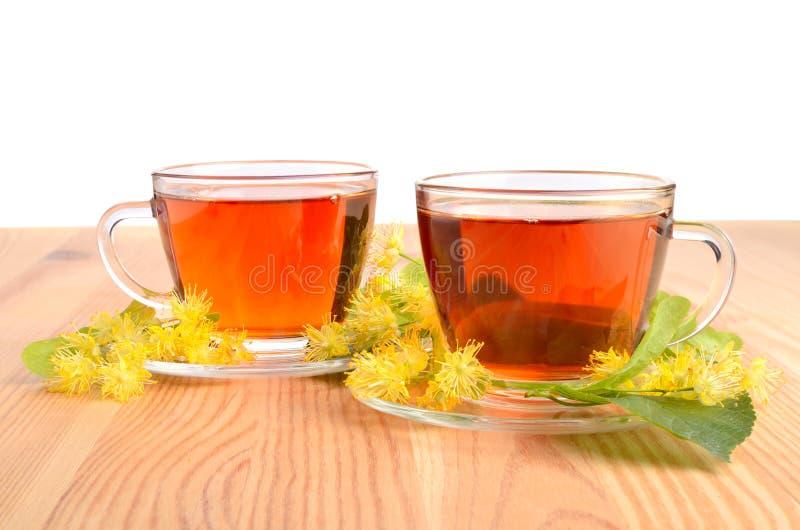 Twee koppen met thee royalty-vrije stock afbeeldingen