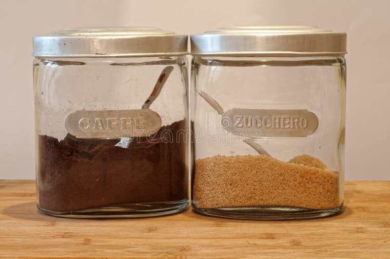 Twee kruiken koffie en suiker royalty-vrije stock fotografie