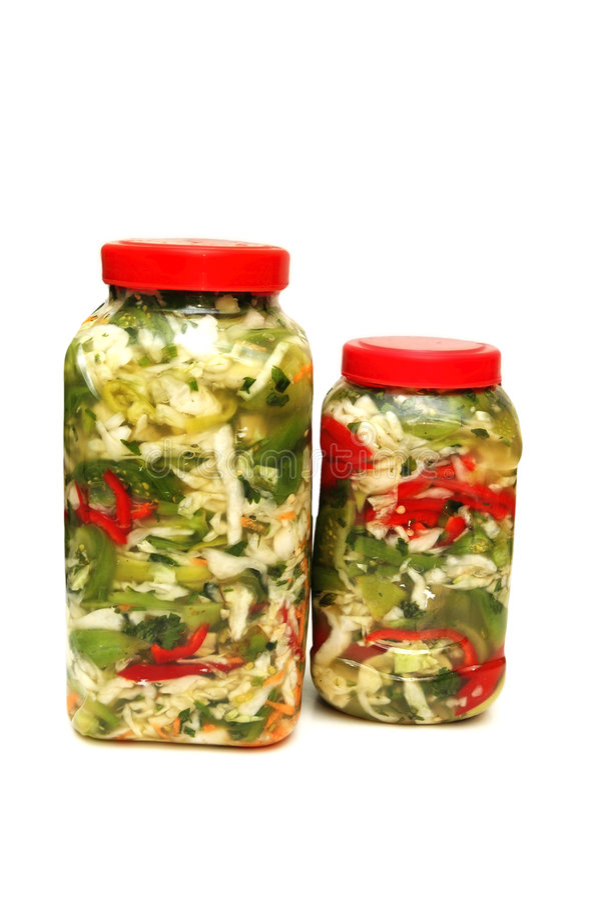 Twee kruiken met groenten in het zuur royalty-vrije stock afbeelding