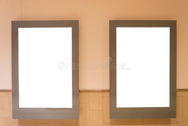Twee lege advertentie ruimtedietekens in een wandelgalerij worden geïsoleerd stock afbeeldingen