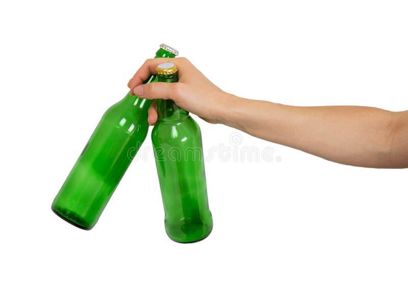 Twee lege flessen bier in een vrouwelijke hand royalty-vrije stock afbeeldingen