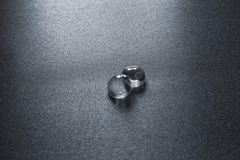 Twee lenzen van de virtuele hoofdtelefoon van het werkelijkheidsapparaat op grijze oppervlakte, dramatisch licht stock afbeeldingen