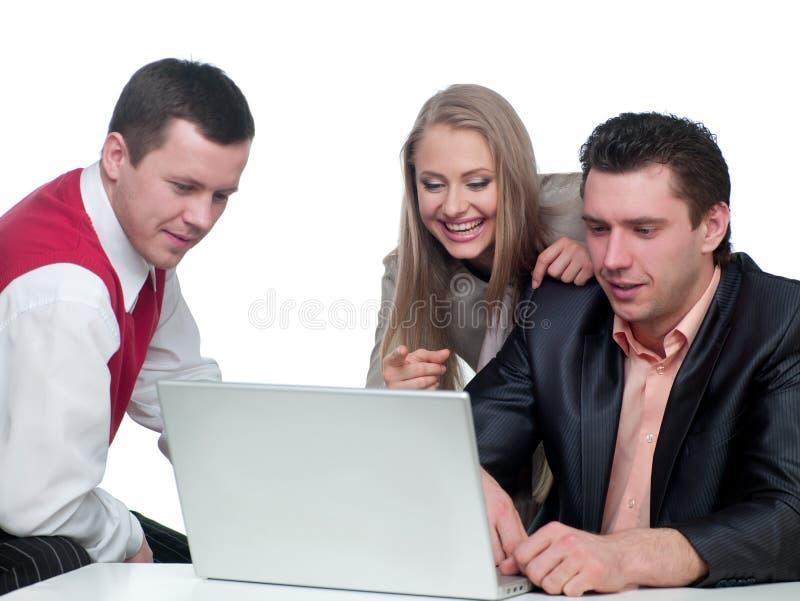 Twee mannen en vrouwen het werken stock afbeeldingen