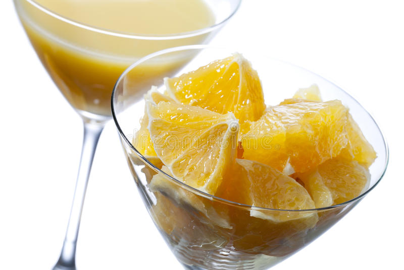 Twee martini-glas met jus d'orange stock foto's