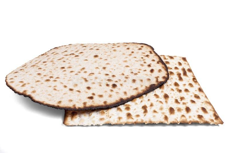Twee Matzah op Wit stock fotografie