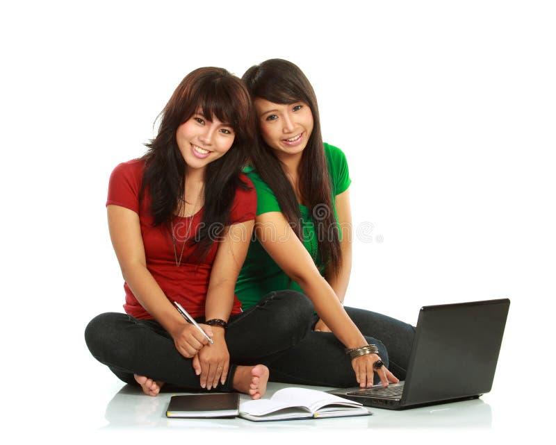 Twee meisje-studenten royalty-vrije stock foto's