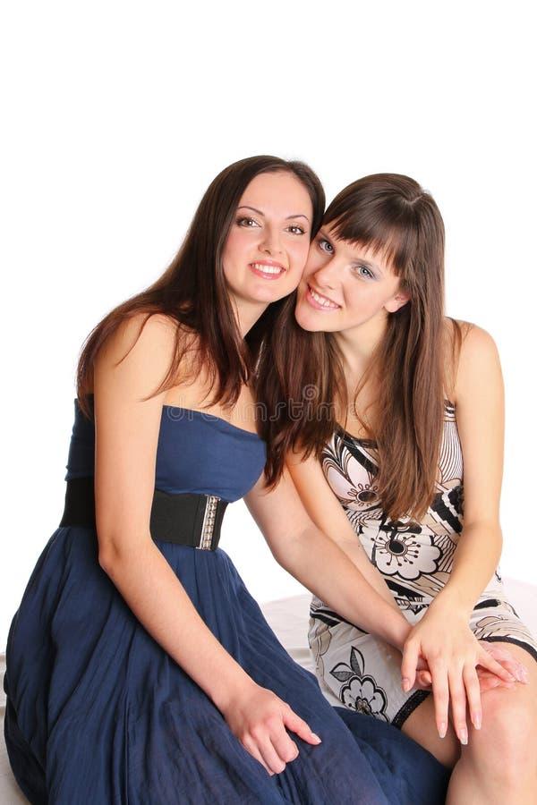 Twee meisjes in avondjurken stock foto's