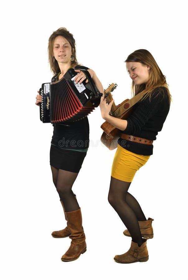 Twee meisjes die muziek spelen royalty-vrije stock afbeelding