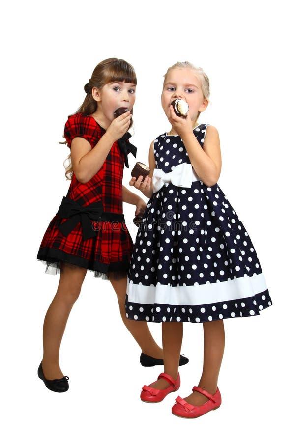 Twee meisjes het eatting stock afbeeldingen