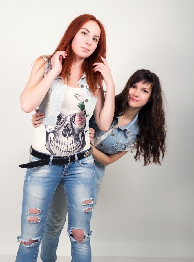 Twee Lesbiennes Die Hart Met Handen Maken, Vrije