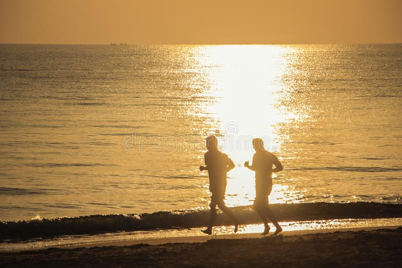 Twee Meisjes Op Het Strand Royalty-vrije Stock Fotos