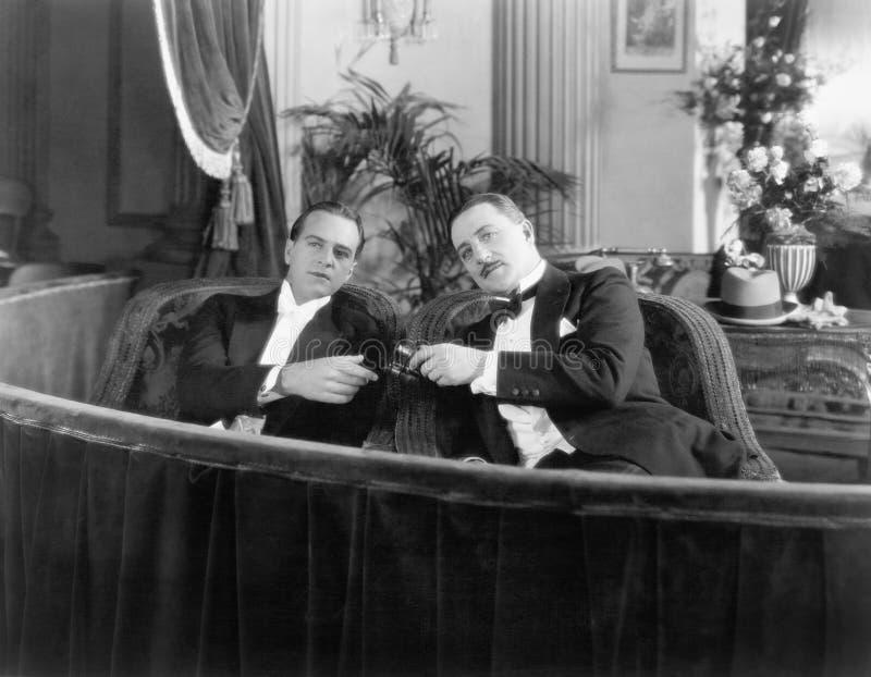 Twee mensen in formele kledijzitting samen in een theaterdoos (Alle afgeschilderde personen leven niet langer en geen landgoed be royalty-vrije stock afbeeldingen