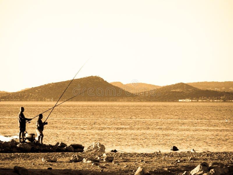 Twee mensen visserij royalty-vrije stock afbeelding