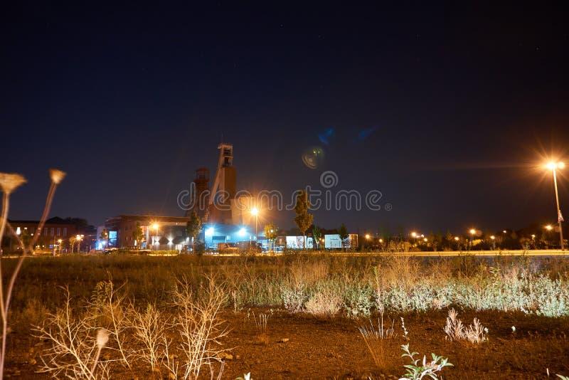Twee mijnbouwtorens in Europa stock foto's