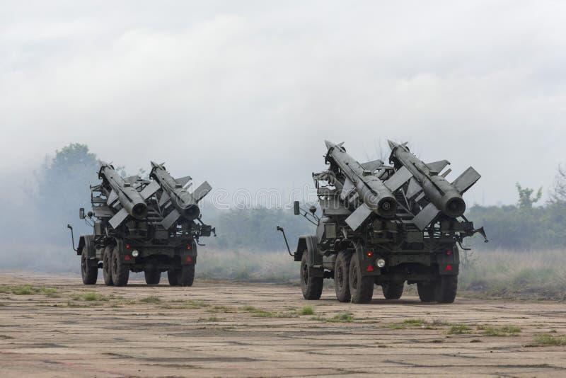 Twee mobiele luchtafweerraketcomplexen stock afbeelding