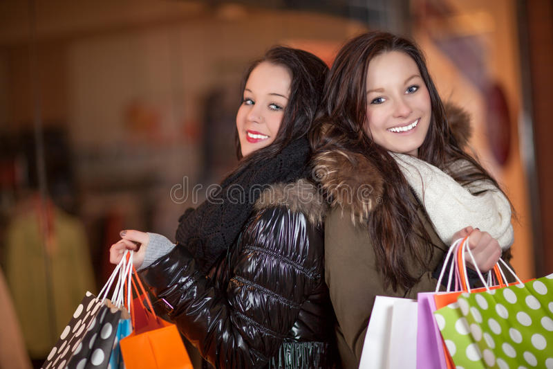 Twee mooie gelukkige klanten stock fotografie