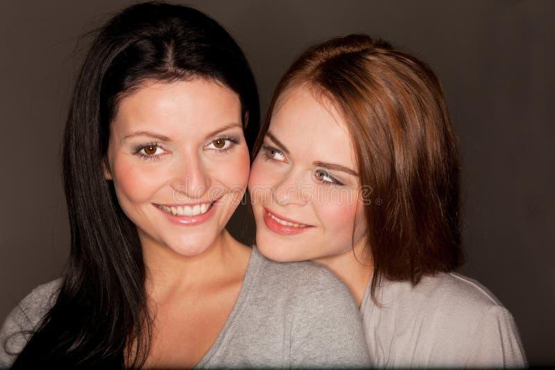 Twee mooie meisjes royalty-vrije stock afbeelding