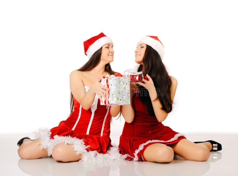 Twee Oman in de kleren van Kerstmis royalty-vrije stock afbeelding