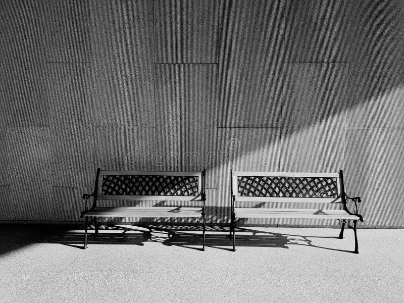 Twee ontwerpbanken met ochtend steken van de kant in de vroege ochtend op geweven concrete muurachtergrond en vloer aan in zwarte stock foto's