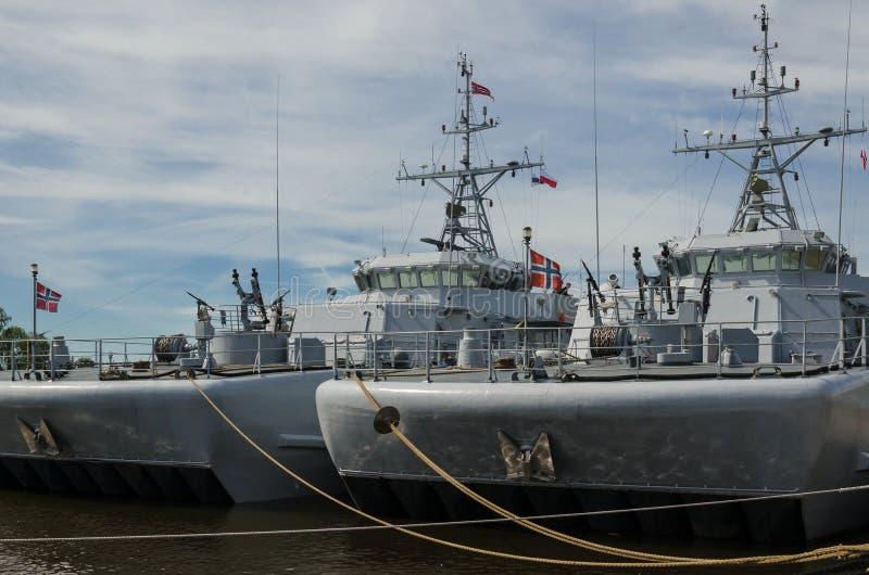 Twee oorlogsschepen royalty-vrije stock fotografie