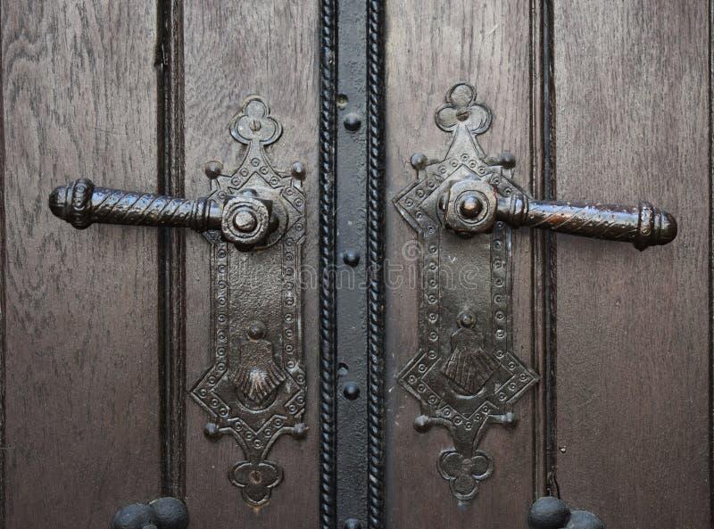 Twee oude deurknoppen stock afbeelding